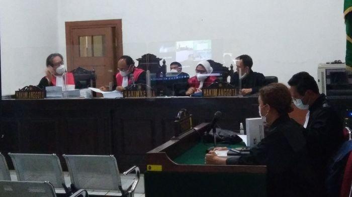 Mantan Anggota DPRD Jabar Ade Barkah dan Siti Aisyah Dituntut Hukuman Penjara di Atas 4 Tahun