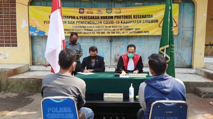 Siang Ini Sudah 10 Warga Cirebon yang Didenda Rp 100 Ribu Karena Tak Pakai Masker, 114 Menyapu Jalan