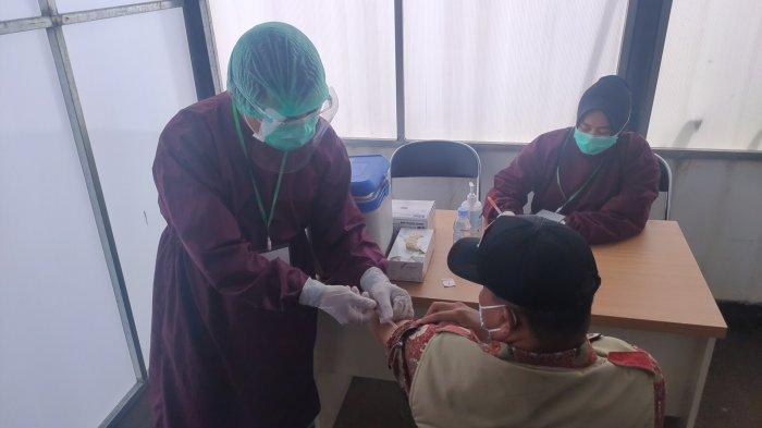 9.240 Tenaga Kesehatan di Karawang Penerima Vaksin Covid-19 Gelombang Pertama