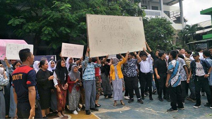 Guru SMAN 12 Bekasi Terancam Dipecat, Sejumlah Siswanya Berunjuk Rasa dan Menangis