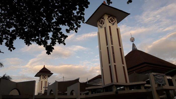 Masjid Agung Kota Cimahi Sepi, Pintu Masuk Terkunci, Tak Ada Salat Idul Fitri 1441