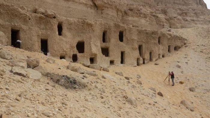 Arkeolog Menemukan Ratusan Makam Berusia 4.200 Tahun di Sungai Nil, Isinya Beragam
