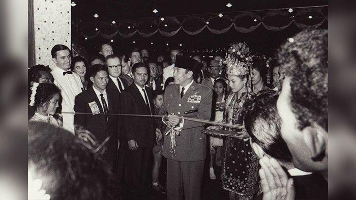 Kisah Bung Karno Pernah Ditipu Raja dan Ratu Fiktif, Ternyata Tukang Becak dan PSK