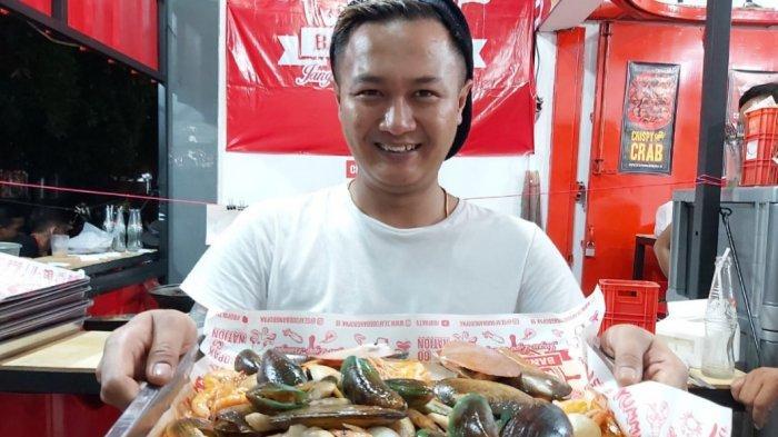 Kisah Sukses Pemilik Seafood Kiloan Bang Bopak yang Kini Telah Membuka 10 Cabang di Bandung
