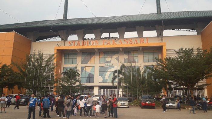 Situasi Terkini di Stadion Pakansari, Persib Jangan Takut, Bobotoh Padati Stadion, Antrean Mengular