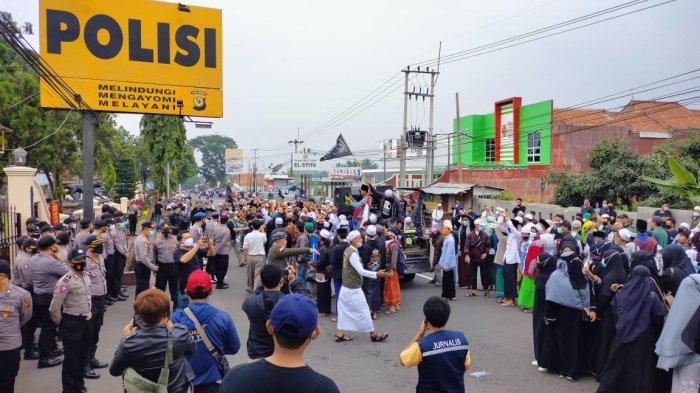 Ada Kerumunan Massa Saat Aksi Bela Habib Rizieq, Polres Kuningan Selidiki Dugaan Pelanggaran Prokes