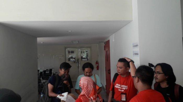 Lutut Diinjak, Kamera Dirampas, 2 Jurnalis Alami Tindakan Kekerasan Polisi Saat May Day di Bandung