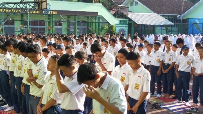 Lebih dari 1000 Siswa SMP Negeri 6 Tasik Gelar Salat Ghoib atas Tewasnya Desi Sulistina