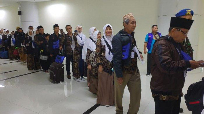 Umrah Dihentikan Sementara, Pengelola Bandara Kertajati: Belum Ada Pembatalan Penerbangan