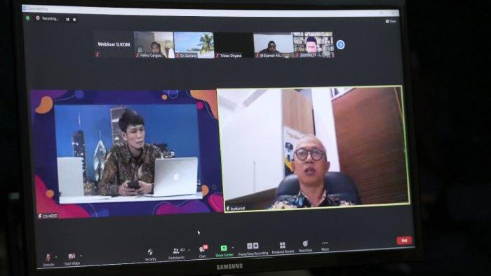 Suasana kegiatan kuliah umum bertajuk 'Strategi Komunikasi Publik dalam Penyampaian Informasi Kesehatan Masyarakat di masa Pandemi Covid-19' yang yang diselenggarakan di Laboratorium TV Kampus FISIP Unpas, Jalan Lengkong, Kota Bandung, Minggu (28/2/2021)