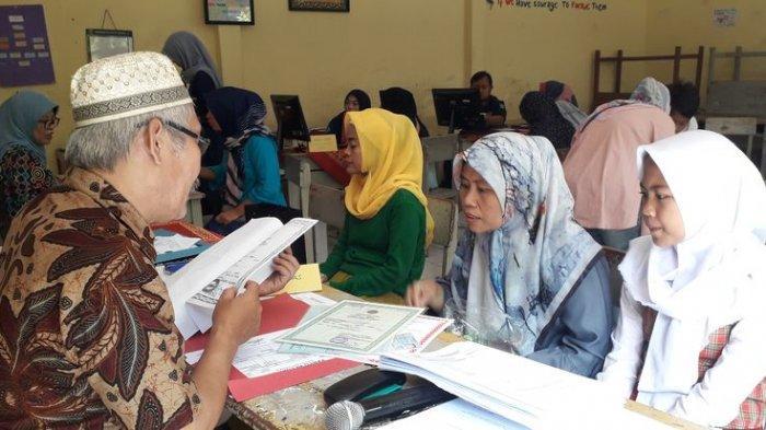 Pendaftaran PPDB di SMPN 18 Bandung Berlangsung Kondusif, Disediakan 1.000 Antrean