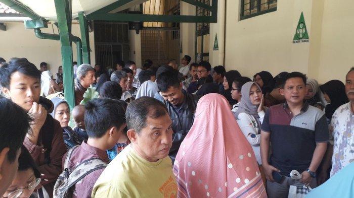 Pengumuman PPDB di SMAN 3 Bandung, Orangtua Siswa Sesaki Sekolah, Optimistis Anaknya Diterima