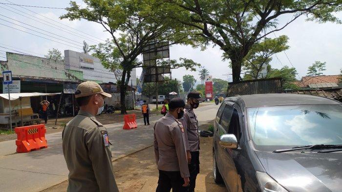 Suasana penyekatan pagi ini di pos Cikalongkulon, Kabupaten Cianjur, Jawa Barat, Kamis (6/5/2021).