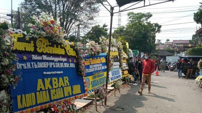 Karangan Bunga Dukacita Memenuhi Rumah Almarhum Ketua PP Jabar, Hadir Banyak Tokoh