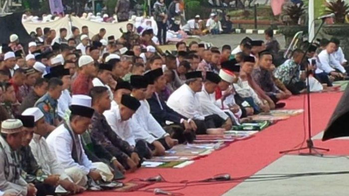 BREAKING NEWS MUI Perbolehkan Shalat Idul Fitri 1441 H Berjamaahdi Tanah Lapang, Ini Ketentuannya!