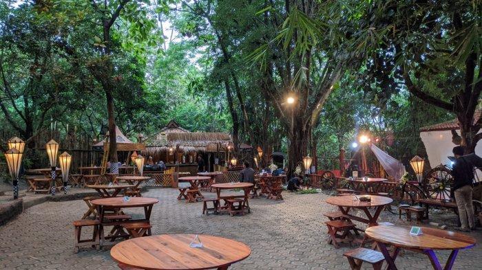 Saat Dara Cantik Nikmati Kuliner Tradisional di Kafe Bernuansa Hutan di Pusat Kota Purwakarta - suasana-tenang.jpg