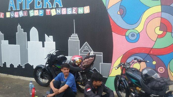 Tiga Pemuda Nekat Naik Sepeda Motor dari Subang ke Pangandaran, '''Kami Mau Piknik Bukan Mudik''