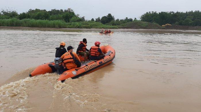 Warga Indramayu Diminta Waspada, Debit Air Sungai Cimanuk Pagi Ini Semakin Tinggi