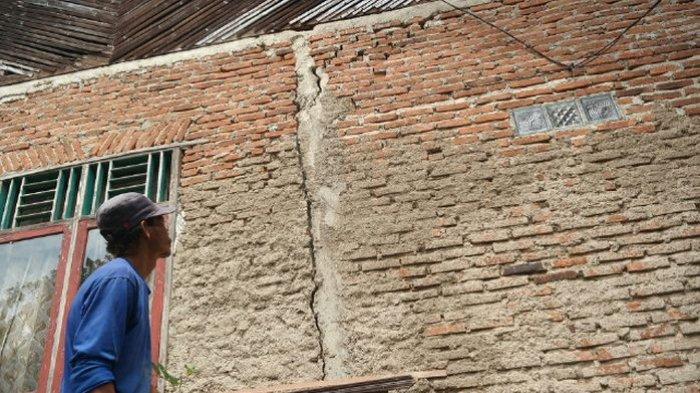 Tiga Rumah di Desa Jatiluhur Purwakarta Terancam Ambruk