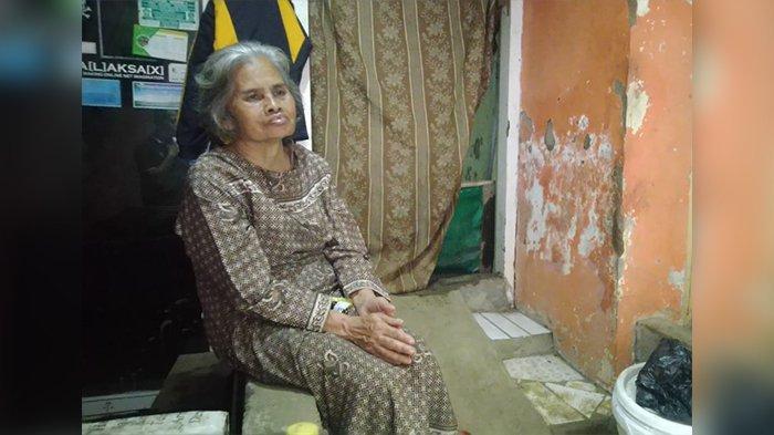 Puluhan Tahun Hidup Sendiri di Gubuk di Dayeuhkolot, Nenek Sumarni Menangis Saat Biliknya Diperbaiki
