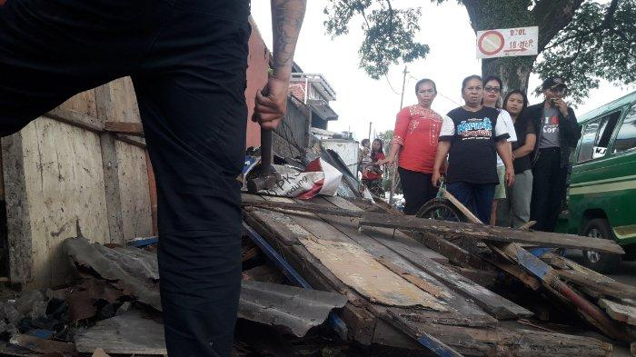 Lapak Dibongkar, Pedagang di Bandung Ini Bingung Cari Nafkah dan Rawat Orang Tua yang Sakit Kanker