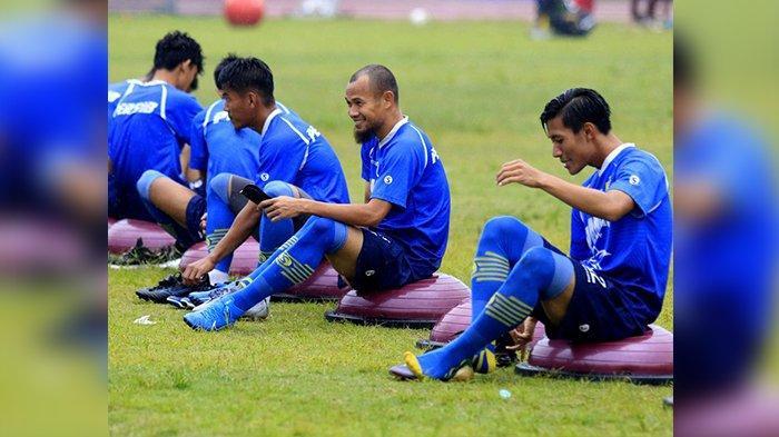 Kembali Gabung Latihan Persib Bandung, Supardi Ingatkan Bayu Fikri dan Henhen Herdiana