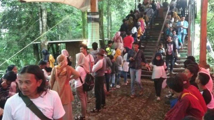 Susana pengunjung di objek wisatawa Situgunung Kabupaten Sukabumi