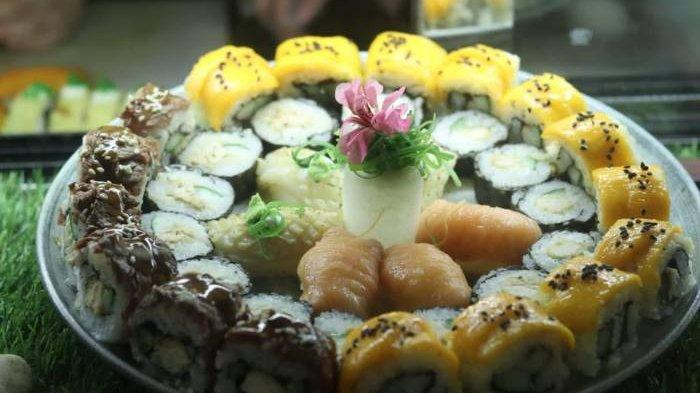 Sushi di The Restaurant at The Trans Luxury Hotel Jalan Gatot Subroto, Kota Bandung.