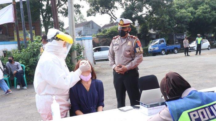 Perbatasan Sukabumi-Bogor Dijaga Petugas, Pengendara dari Luar Sukabumi Diswab Antigen