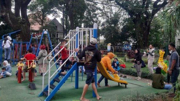 Asyiknya Bersama Keluarga Menikmati Kesejukan Taman Foto, Salah Satu Taman Tematik Era Kang Emil