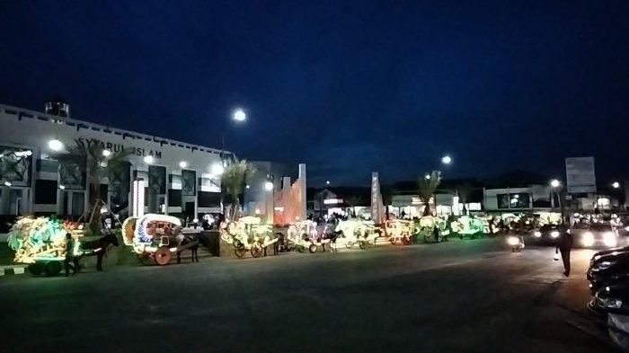 Meski PPKM Diperpanjang, Alun-alun Kuningan Mulai Dikunjungi Warga, Lampu-lampu Terlihat Indah