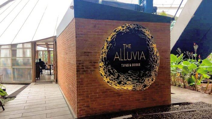 Tampilan depan resto The Alluvia yang tampak minimalis.