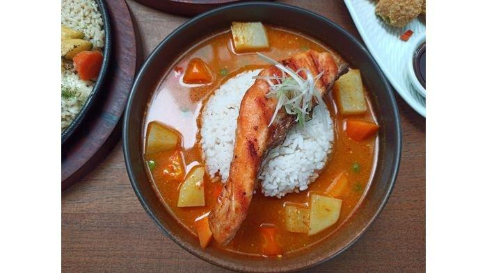 Mencoba Menu Sehat Grilled Salmon Curry, Cocok Untuk Diet