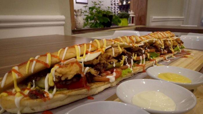 Roti Long John, Roti dan Isian Dagingnya Lembut, Bikin Ketagihan