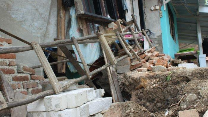 Tanah di Kertasemaya Indramayu Ambles 3 Meter, Warga Khawatir Tanggul Sungai Cimanuk Jebol