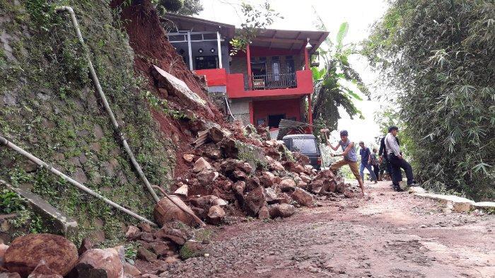 Tiga Kali Kejadian Saat Musim Hujan, Tanah Ambruk Sering Terjadi di Desa Sundamekar Sumedang