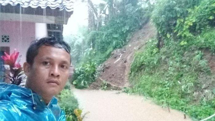Dinas PUPR Ciamis Bersihkan Longsor yang Kepung Desa Nasol, Jalur Nasol-Darmacaang Kembali Pulih