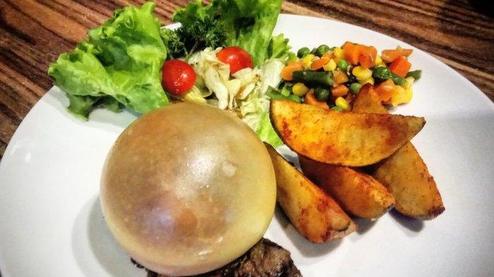Menikmati Lezatnya Steak Tanderloin Mozarella Baloon di Seimos Cafe, Ada Gelembungnya Lho