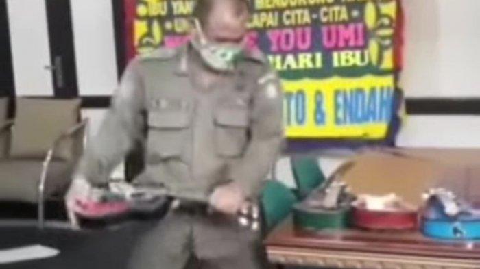 Video Viral Satpol PP Hancurkan Ukulele Pengamen, Anang & Ifan Seventeen Bereaksi, 'Harusnya Dibina'