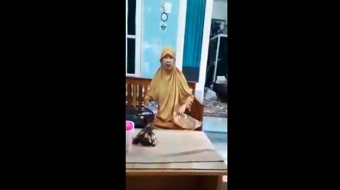 Siapa Ibu Baju Kuning yang Memaki Kurir? Sosoknya Dicari Netizen, Akun Instagram Sudah Ditemukan?