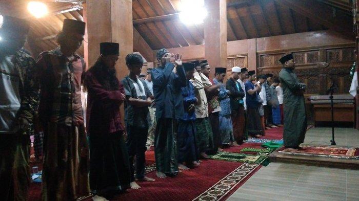 Jemaah Salat Tarawih Kilat di Padepokan Antigalau Cirebon Selalu Bertambah Setiap Tahunnya