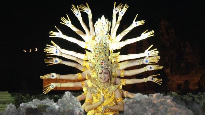 Tarian Khas Cirebon dan Tionghoa Bertemu di Panggung Budaya Sunyaragi