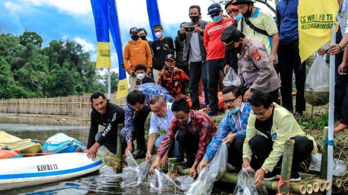 Tebar Sejuta Benih Ikan di Ciamis, Dimulai dari Situ Panjalu, Pemulihan Ekonomi Dampak Covid-19