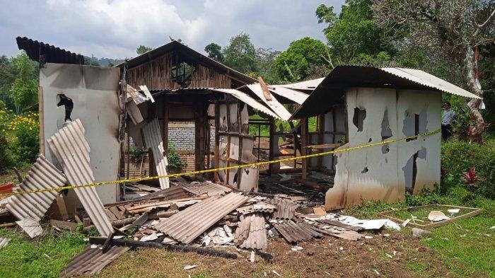 Tempat mengaji yang dibakar massa di Cilawu, Garut. Pembakaran dilakukan setelah guru mengaji mencabuli seorang santriwati.
