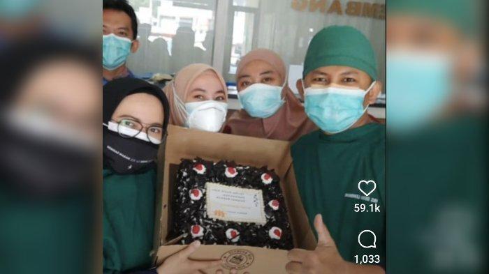 Ridwan Kamil Kirim Kue ke 92 Rumah Sakit di Jawa Barat, untuk Tingkatkan Kesehatan Mental Nakes