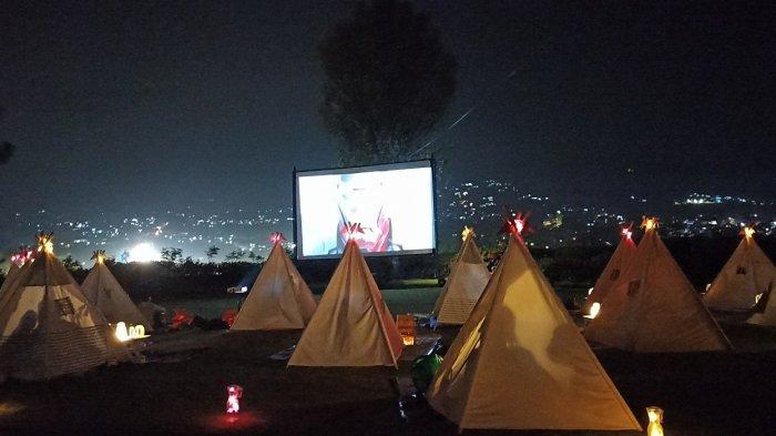 Romantisnya Nonton Film dari Tenda di Bawah Bintang, Suguhkan City Light Bandung