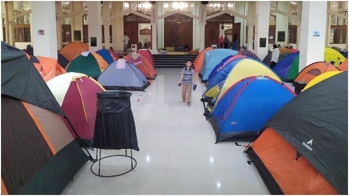 Menengok Ratusan Tenda Jamaah Sambut Malam Lailatul Qadar di Masjid Habibburrahman