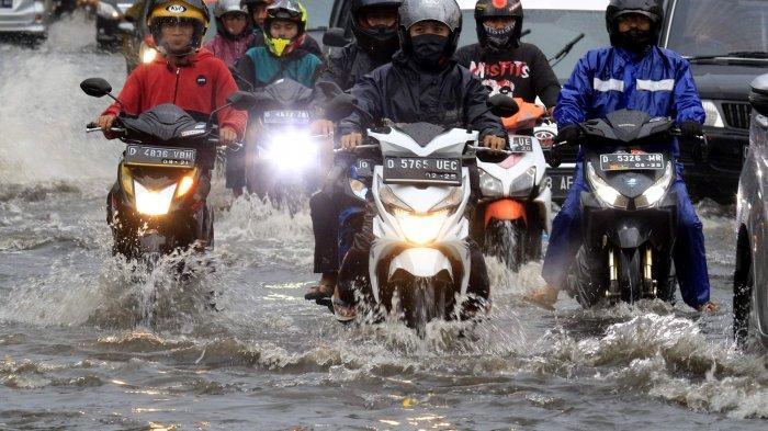 Lewati Jalan yang Tergenang Air, Jangan Langsung Dilibas dengan Kecepatan Tinggi, Ini Bahayanya
