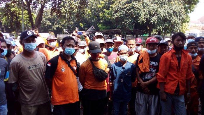 Diupah Rp 60 Ribu per Hari, Petugas Kebersihan di Karawang Tuntut Upah Naik