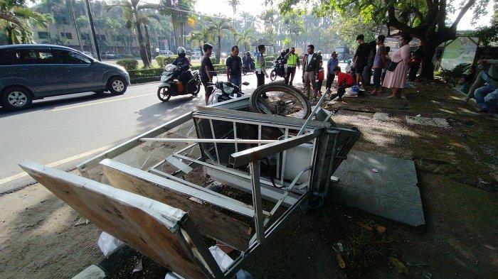 Nestapa Agus, Gerobak Dagangannya Rusak Diseruduk Avanza di Citepus Sukabumi, Kini Tak Bisa Jualan